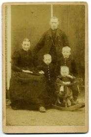 08 Germ Woudman en Maaike Wiersma met 3 kinderen